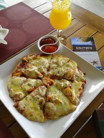 Cocotinos Sekotong, Boutique Beach Resort & Spa: Menu pizza yang kami pesan