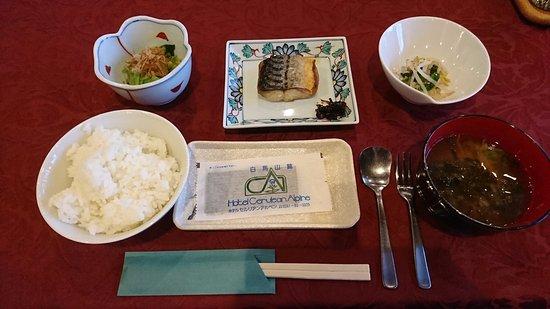 Hotel Cerulean Alpine: 朝食その1。ご飯と漬け物はセルフサービスで食べ放題です