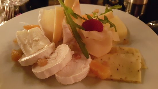 Le Restaurant Selman: Сырная тарелка ( местные сыры).