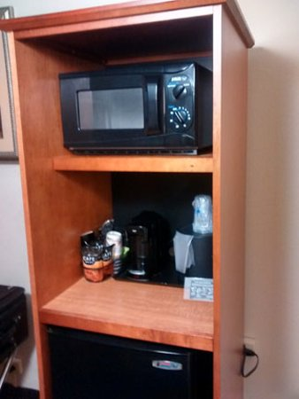 Hillside, IL: microwave, coffee maker, refrigerator