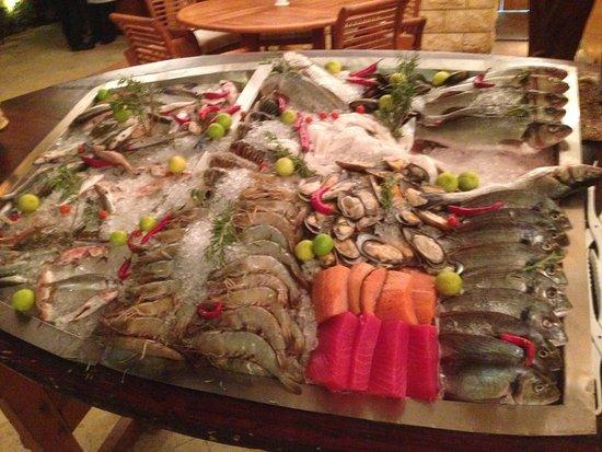 Four Seasons Resort Sharm El Sheikh: Дары моря. Можно выбрать из свежего улова. И при вас готовиться на гриле!