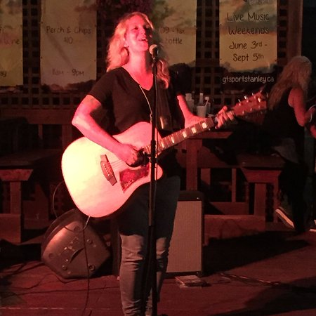Port Stanley, Καναδάς: Great voice of Sarah Smith