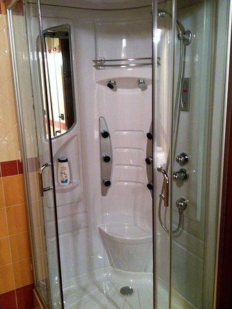 B&B Gira-Sole : neppure a casa ho la doccia-idromassaggio!