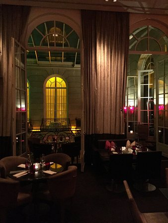 Hotel Pershing Hall: Bar