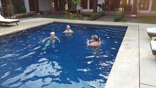 Muang Thong Hotel: Morgenschwimmen