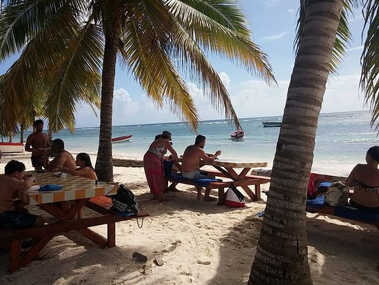 Bayahibe, Dominicaanse Republiek: pranzo in spiaggia.