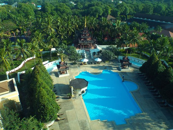 pool and rounds from room