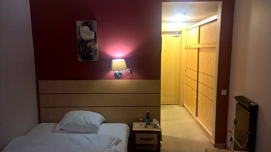 Royal Square Hotel & Suites: Single room