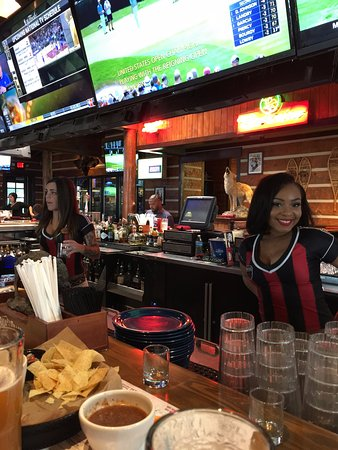 Twin Peaks Restaurants The Bar