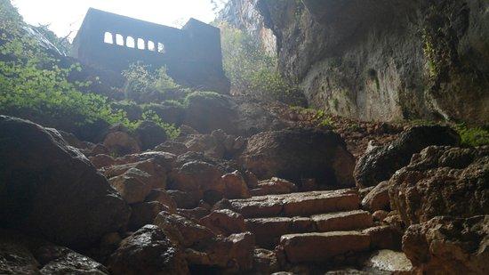 Эрдемли, Турция: Cennet Mağarası girişindeki kilise