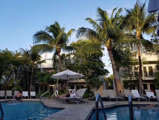 Santa Maria Suites: Wonderful pool area in the center of the resort!