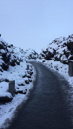 Grindavik, Islandia: Pathway in daylight