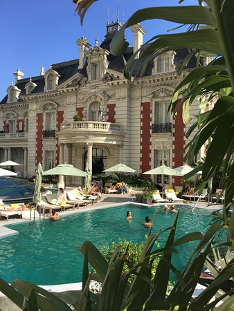 Four Seasons Hotel Buenos Aires: Pool with the mansion (events only) behind