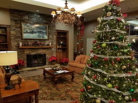 Vacation Village in the Berkshires: Foyer during Christmas