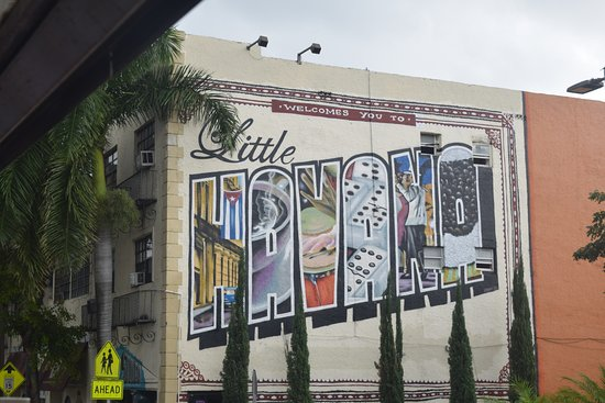 "North Miami Beach, FL: Entrada a ""Little Havana"""