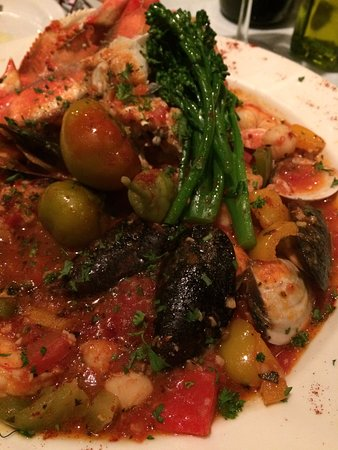 Adam's Restaurant: Cioppino that was delightful
