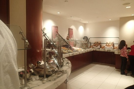 Awe Inspiring Breakfast Buffet Bild Von Crowne Plaza Times Square Home Interior And Landscaping Oversignezvosmurscom