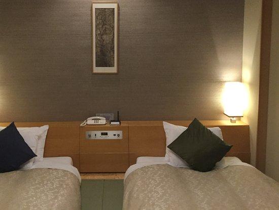 Hotel Harvest Hakone Koshien: 畳にベッド!