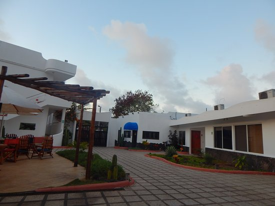 Hotel Ninfa: Parte de la entrada y area social