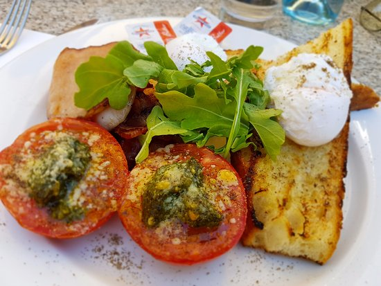 Grimaldi's Restaurant: Poached eggs, bacon, grilled tomato