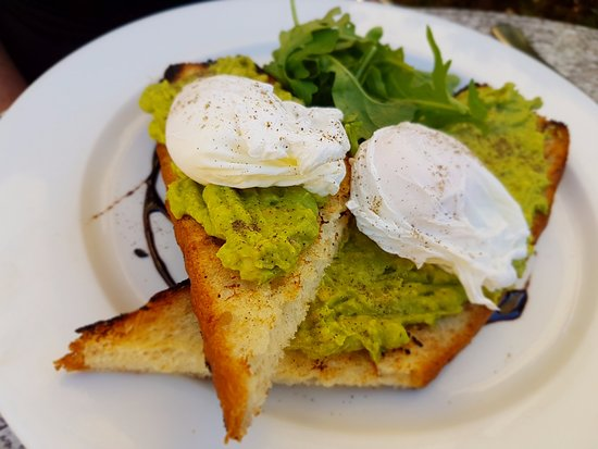 Grimaldi's Restaurant: Smashed avocado with poached eggs