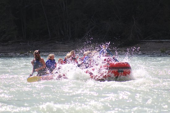 Hinton, Canada: fun family rafting tours!