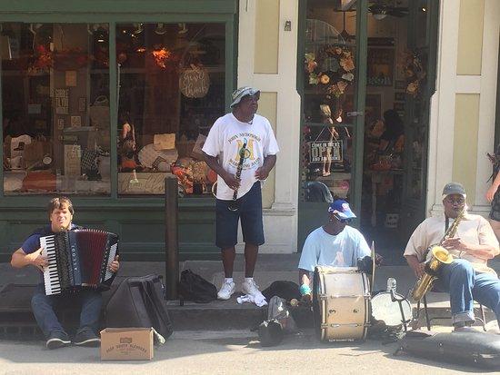 Bourbon Orleans Hotel: street performers