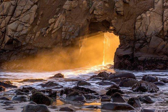 Glen Oaks Big Sur: Keyhole Arch at sunset