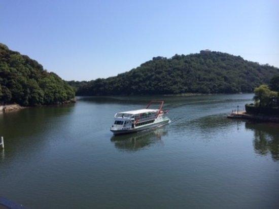 Nakaya: 幽靜的湖景