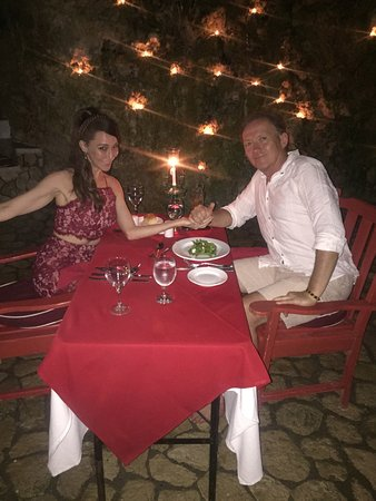 The Caves: romantic on site cave dinner