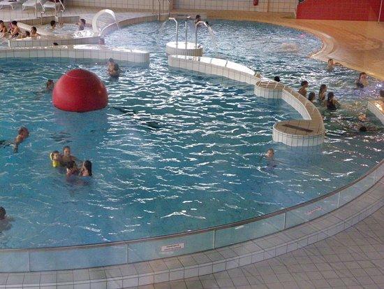 Eppe-Sauvage, France : Piscine chauffée activités, sauna , jacuzzi, hammam, activité pour enfants