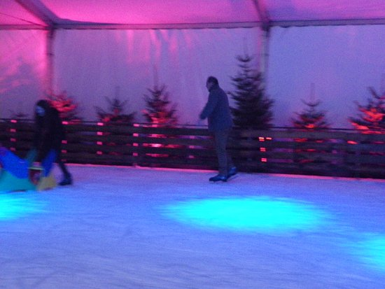 Eppe-Sauvage, France : Patinoire
