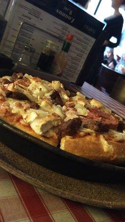 Pizzeria Napoli: Hyvää pannupizzaa