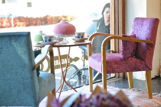 Tibro, Sweden: Ett gammaldags cafe men modernt.