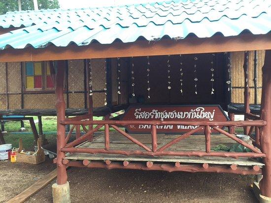 Ko Sarai, Tajlandia: บ้านพักของรีสอร์ทชุมชนบากันใหญ่ ที่กำลังจะเปิดตัว สีสันสดใสน่าพักอ่ะ