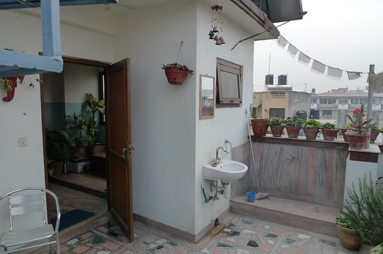 Asmita Bed & Breakfast: Roof top terrace