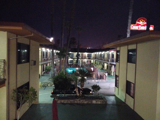 Studio City Court Yard Hotel: Esterno hotel