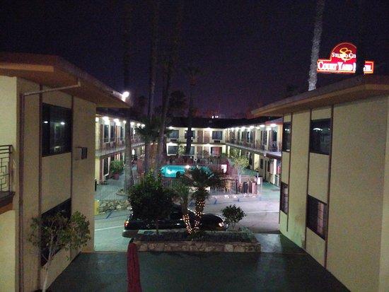 Studio City Court Yard Hotel: Esterno hotel