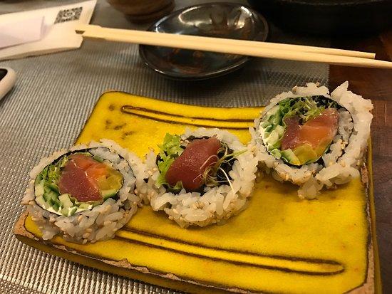 Sakana Sushi Bar : photo2.jpg