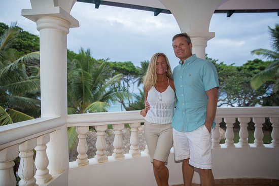 Hideaway Beach Resort: Happy honeymooners~