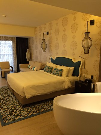 Room is clean and spacious - club rooms come with a bath tub!