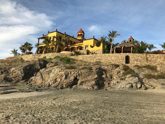 Hacienda Cerritos Boutique Hotel: View of the Hacienda from the public beach