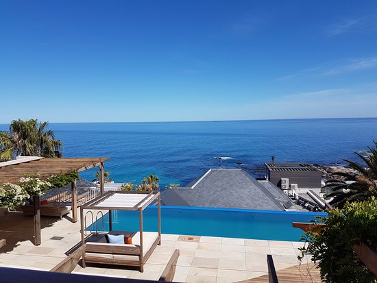 Bantry Bay, Sudáfrica: Hotel pool and lounge area