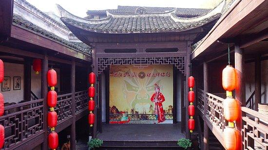Hongjiang, Chiny: The theatre