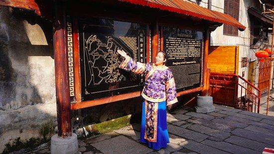 Hongjiang, Chiny: Our guide