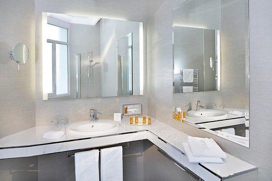 Salle de Bains Privil¨ge Bathroom Privilege Picture of Hotel