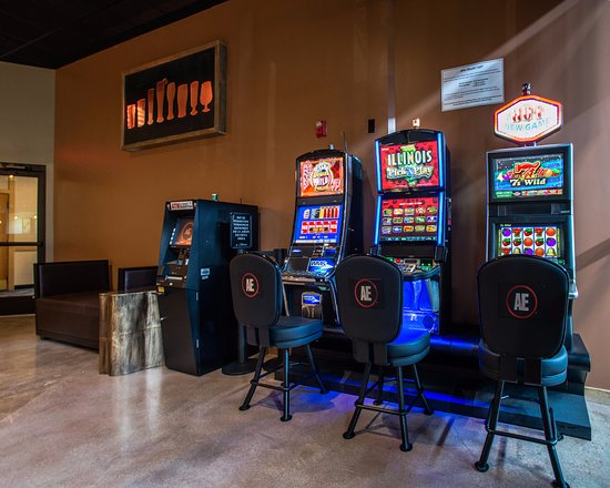 Alton, IL: Live Video Gaming in Great Rivers Tap & Grill