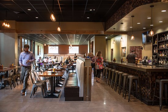 Alton, IL : Great Rivers Tap & Grill - open at 11 a.m. Daily
