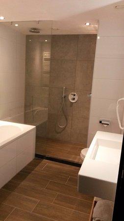 Badkamer - Bild von Van der Valk Hotel Gilze-Tilburg, Gilze ...