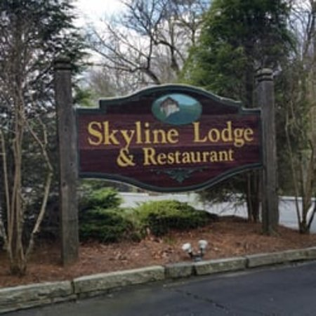Skyline Lodge and Restaurant:  ENTRANCE TO PROPERTY SIGN
